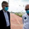 Jean-Pierre Lacroix, chef des opérations de paix des Nations Unies, et Smail Chergui, Commissaire à la paix et à la sécurité de l'Union africaine, lors d'une visite en République centrafricaine.