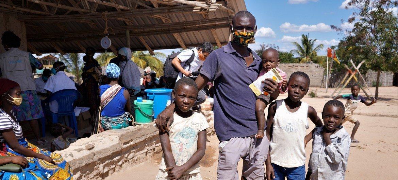 Relatório ressalta as estimativas de quantas pessoas se tornaram pobres durante a pandemia de Covid-19: entre 117 milhões e 168 milhões de pessoas