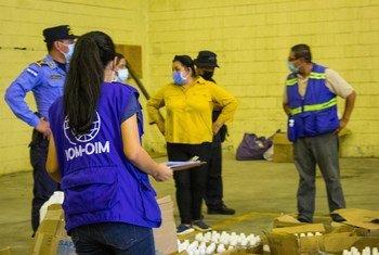 Une équipe de l'OIM participant aux opérations d'aide humanitaire lors des ouragans Eta et Iota en Amérique centrale.