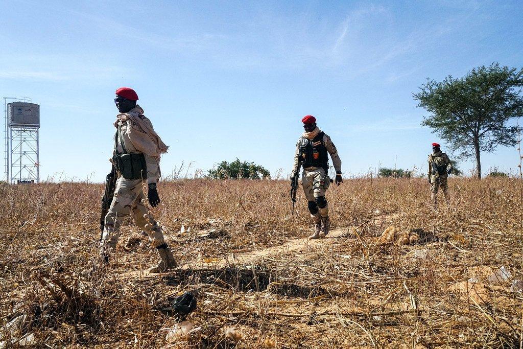 Askari wa Niger wakifanya doria kusini mwa nchi katika mpaka wa nchi yao na Nigeria.
