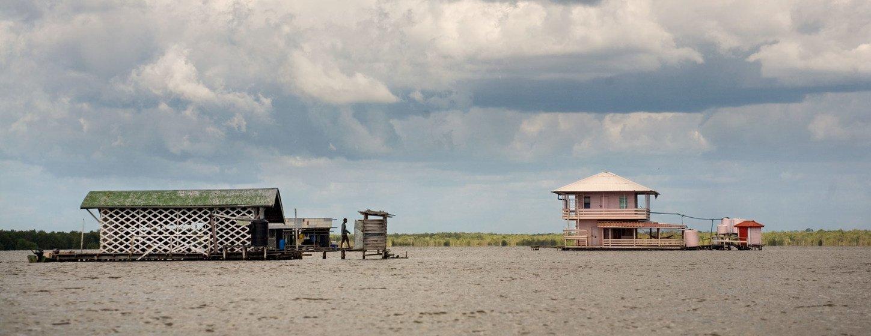 Gran parte de la costa de Surinam es susceptible a los desastres causados por el cambio cliimático.