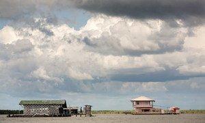 La plupart de la zone côtière du Suriname est d'une faible élévation et est donc menacée par les catastrophes naturelles.