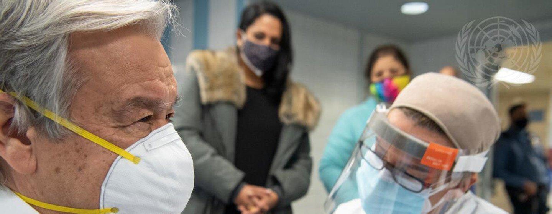 António Guterres recebendo primeira dose da vacina contra a Covid-19 em Nova Iorque