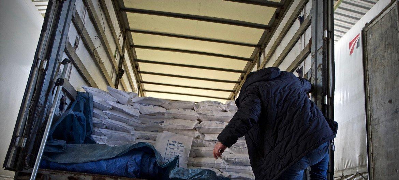 En una operación de dos días, la Organización Mundial de la Salud envió siete camiones, o 55 toneladas de medicamentos y suministros médicos, desde Turquía a la provincia de Idlib y a partes de Alepo.