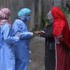 العاملون المساعدون في سوريا يخشون بسبب حالة ضعف النساء والفتيات في ظل حظر التجول