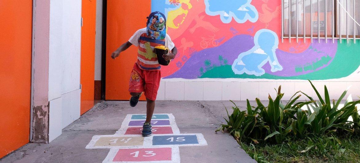 Las familias colombianas y venezolanas se benefician en un centro diurno en la ciudad de Arica, al norte de Chile.