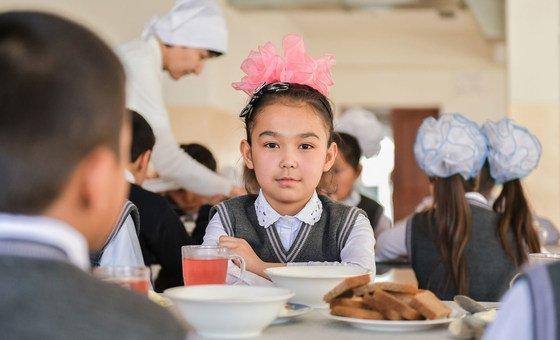 Во многих странах в школе дети получают не только знания, но и сытное питание