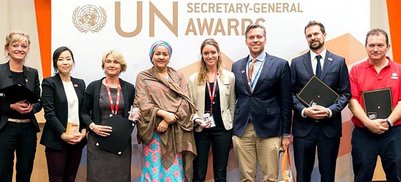 联合国地雷行动处多次获得秘书长创新奖。图为赫斯洛普作为2018年接受常务副秘书长颁奖的团队中的一员。