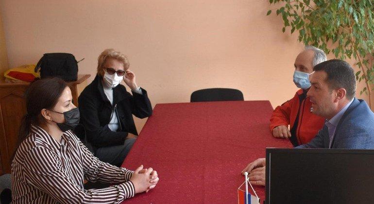 Оксана Сирук (на фото крайняя слева), эксперт по правам человека в Миссии ООН по делам временной администрации в Косово.