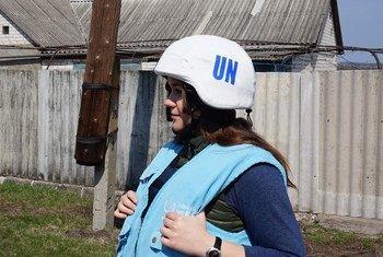 联合国科索沃临时行政当局特派团的一位协理人权干事奥克萨娜·西鲁克(Oksana Siruk)。