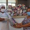 En Colombia se entregan raciones para llevar para los niños que se han quedado sin comedor escolar por el coronavirus