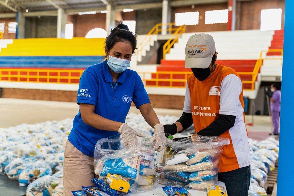 El PMA distribuye canastas con comida entre las poblaciones vulnerables en Colombia.