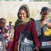 埃塞俄比亚提格雷地区的流离失所妇女获得了联合国提供的尊严用品包。