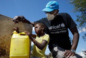 Более 732 тысяч человек, 46 процентов из них дети, были вынуждены покинуть свои дома из-за конфикта на севере Мозамбика.