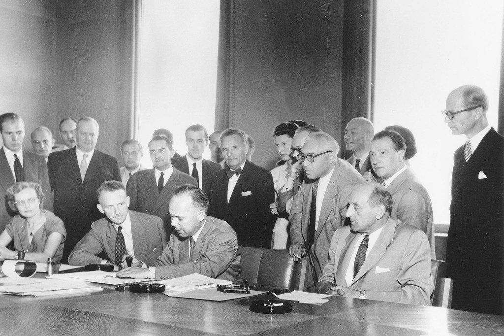 Mkataba wa kimataif wa wakimbizi mwaka 1951 ukisainiwa Geneva, Uswisi tarehe 1 Agosti, 1951