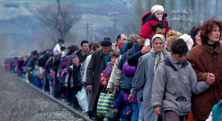 Refugees from Kosovo arrive in Blace, North Macedonia in 1999. (file)