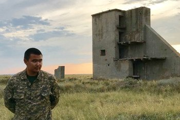 Amir Kairanov nació y creció cerca del sitio de ensayos de Semipalatinsk, en Kazajistán. Actualmente trabaja en le Centro Nacional Nuclear.