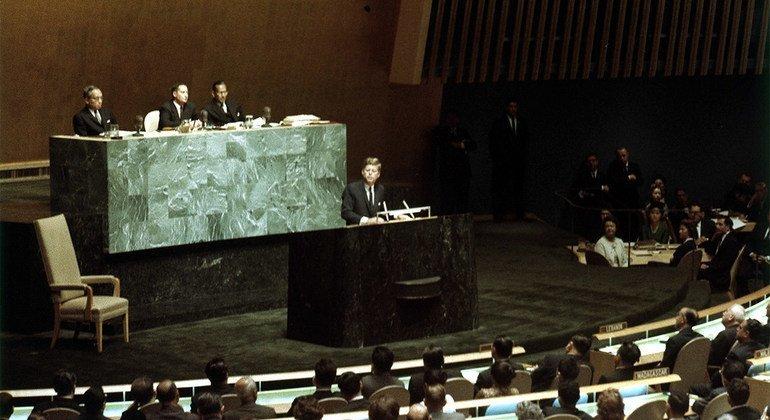 Делегаты 18-й сессии Генассамблеи ООН слушают обращение президента США Джона Кеннеди. 20 сентября 1963 года