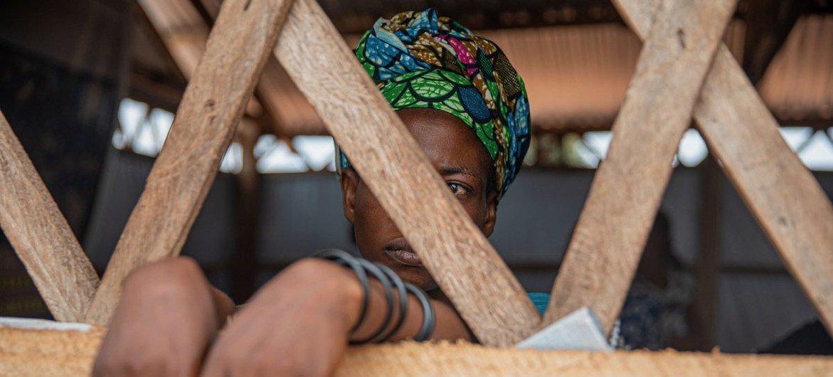 Une femme survivante de violence sexiste à Kalemie, en République démocratique du Congo.