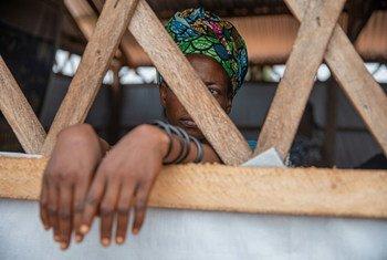 कांगो लोकतांत्रिक गणराज्य के कलेमाई में लिंग आधारित हिंसा से बची एक महिला.