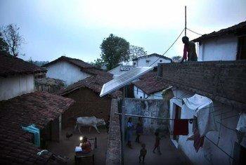 संयुक्त राष्ट्र विकास कार्यक्रम ग्रामीण आवास योजनाओं में भारत सरकार के साथ मिलकर काम कर रहा है.