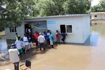 Представители ООН сообщают о стремительном ухудшении гуманитарной ситуации в Судане на фоне наводнений и инфляции.