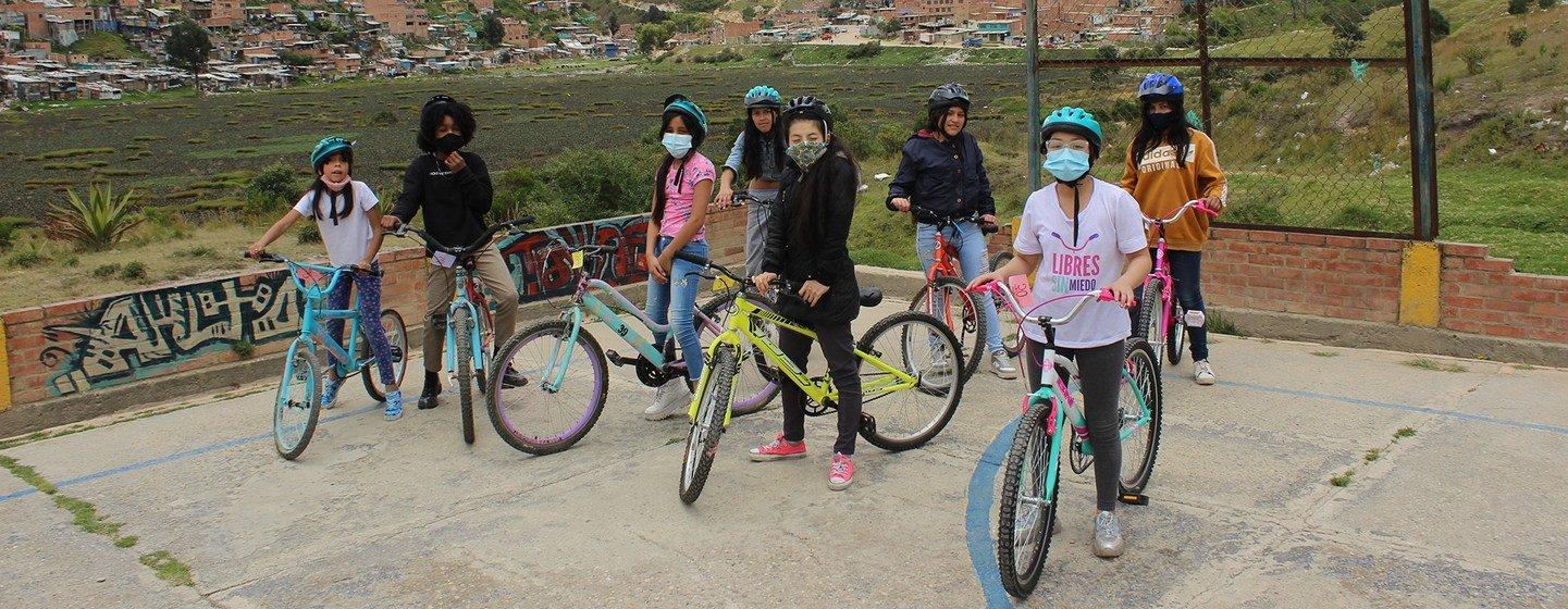 Además de empoderarlas, las bicicletas enseñan a las niñas a trabajar en equipo y fortalecen su hermandad.