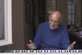 فرّ سيمون غرونوفسكي، البالغ من العمر 89 عاما من أهوال الهولوكوست في ألمانيا النازية منذ ما يقرب من ثمانية عقود.