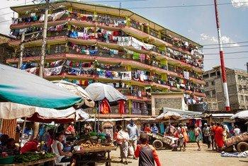 Umoja wa Mataifa unakadiria kwamba asilimia 68 ya wakazi wa dunia watakuwa wanaishi katika miji kwa mfano Nairobi nchini Kenya.