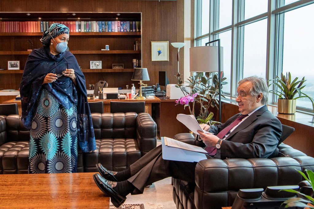 联合国秘书长古特雷斯与常务副秘书长阿米娜·默罕默德在秘书长办公室内。