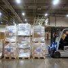 Детский фонд ООН направил 6 тонн груза в Китай в качестве помощи в борьбе с новым корронавирусом. В контейнерах - респираторные маски и защитные костюмы.