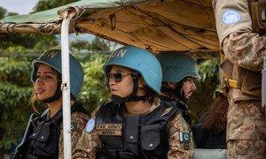 Des Casques bleus du Pakistan patrouillent en République démocratique du Congo.