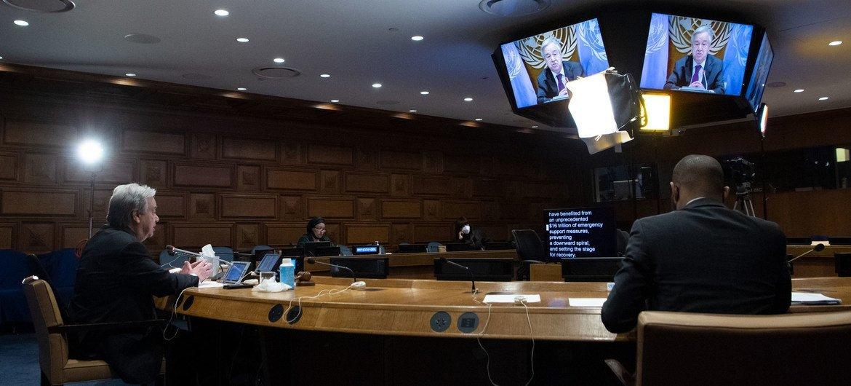 الأمين العام للأمم المتحدة، أنطونيو غوتيريش، يلقي كلمة عبر تقنية الفيديو أمام اجتماع رفيع المستوى حول معالجة الديون والسيولة.