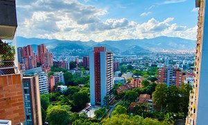 Вот такие зеленые многофункциональные кварталы, как в городе Меделин в Колумбии, позволяют улучшить качество жизни горожан.