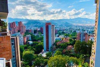 Guterres deu vários exemplos de como as cidades já estão tendo sucesso na ação climática. Na foto, Medellín, na Colômbia
