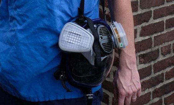 Маска-респиратор высокого уровня защиты стала неизменным «спутником» врача-реаниматолога