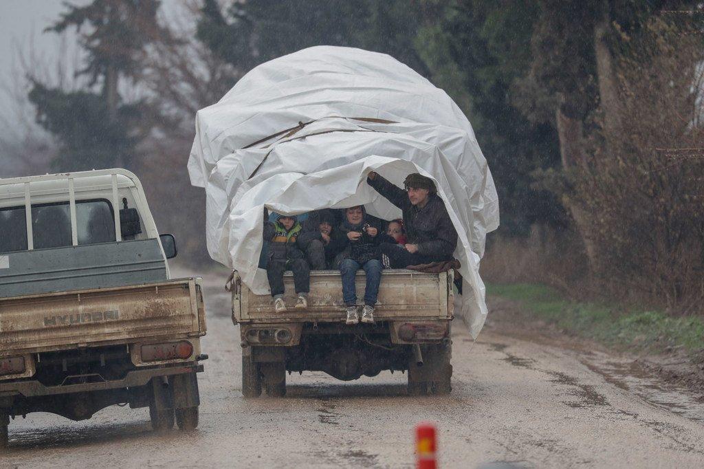 2020年1月,逃离伊德利卜省冲突后,叙利亚家庭在阿勒颇省北部农村的阿弗林寻求安全。