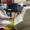 De l'équipement donné par l'UNICEF stimulera les tests de détection de la Covid-19 à New Delhi, en Inde.