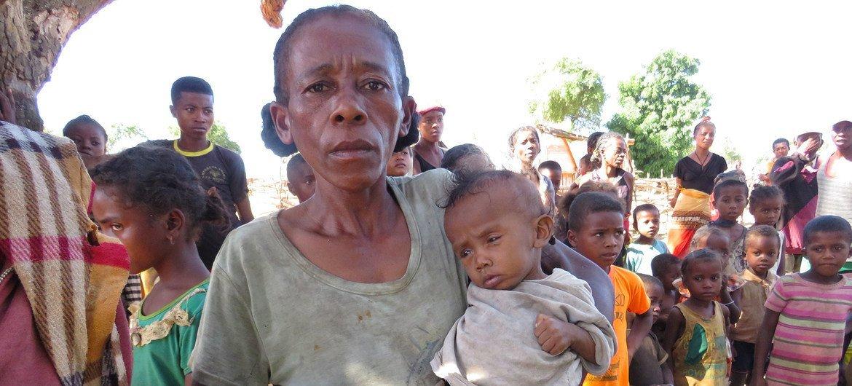 Миллионы детей по всему миру страдают от истощения и задержки в развитии, связанных с недоеданием. На фото: Мадагаскар