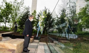 Secretary General António Guterres during a wreath-laying ceremony on the occasion of the International Day of United Nations Peacekeepers 2020.