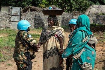 Des femmes Casques bleus servant au sein de la MINUSCA en République centrafricaine.