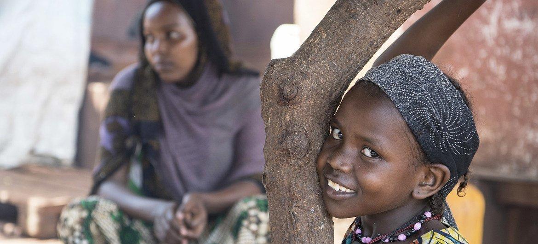 طفلة في أحد مخيمات النازحين في جمهورية أفريقيا الوسطى.