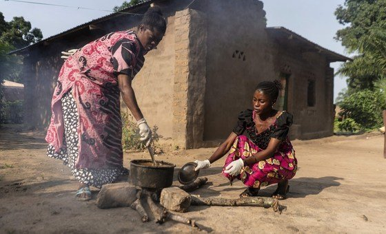 Women in the Democratic Republic of Congo using wood to cook