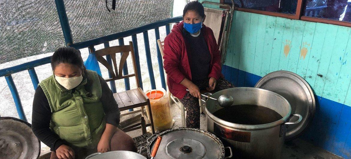 Cocina comunitaria en Perú.