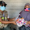 برنامج الأمم المتحدة للتنمية في تيلند يتعاون مع منظمة غير ربحية على توزيع الأقنعة في المجتمعات العرقية.