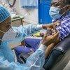 Кампания вакцинации в Африке набирает обороты, однако пока привито лишь 1,7 процента населения.