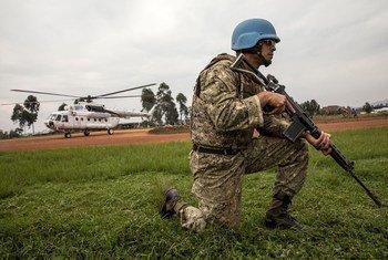 """""""Голубые каски"""" сегодня более мобильны, лучше подготовлены и оснащены, но им не хватает оборудования, в том числе вертолетов, бронетранспортеров и беспилотников."""