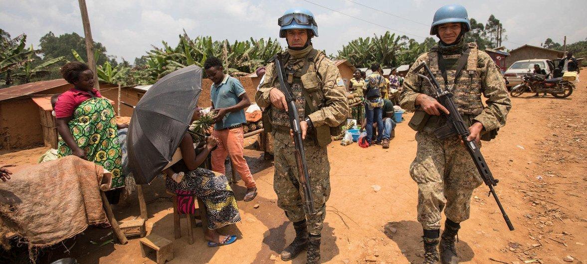 يقوم حفظة السلام من أوروغواي بدوريات في إطار عملية الاستجابة لتفشي فيروس الإيبولا في إقليم كيفو الشمالي بشرق جمهورية الكونغو الديمقراطية في آب/ أغسطس 2019.