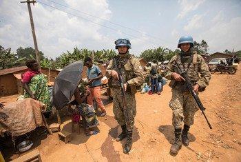 Walinda amani wa MONUSCO kutoka Uruguay akitoa ulinzi kama sehemu ya kukabiliana na Ebola Kivu Kaskazini mwashariki mwa DRC