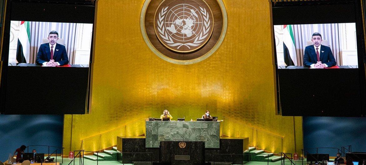 الشيخ عبدالله بن زايد آل نهيان، وزير الخارجية والتعاون الدولي لدولة الإمارات العربية المتحدة، أثناء إلقاء كلمته في المناقشة العامة للدورة الخامسة والسبعين للجمعية العامة